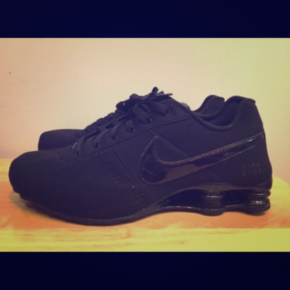 finest selection 88638 5d6d2 Men s or Women s Black Nike Shox Deliver